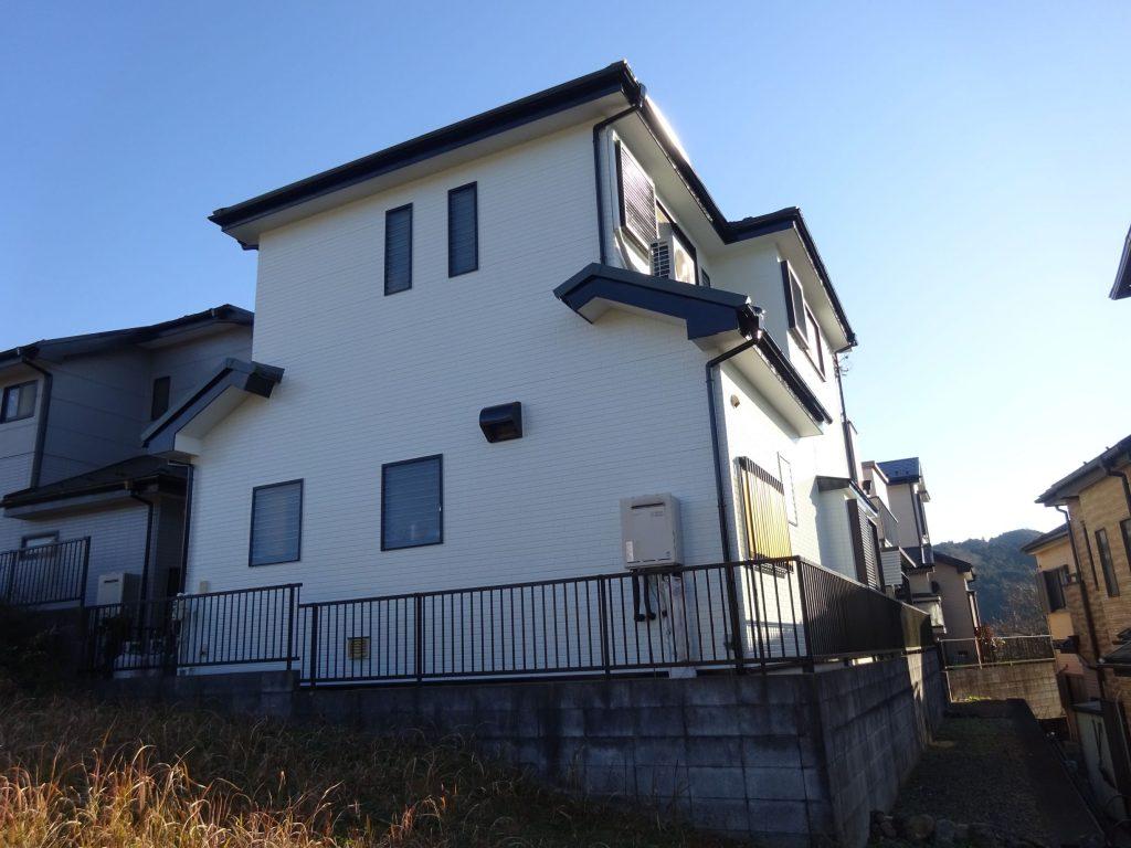 飯能市で屋根ガルバリウム鋼板重ね張り(ニチハ横暖ルーフ)改修工事・外壁塗装