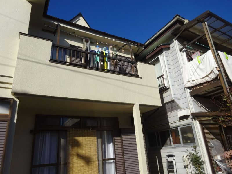 狭山市でコロニアル屋根塗装工事、ベランダ床・外壁の緊急補修工事