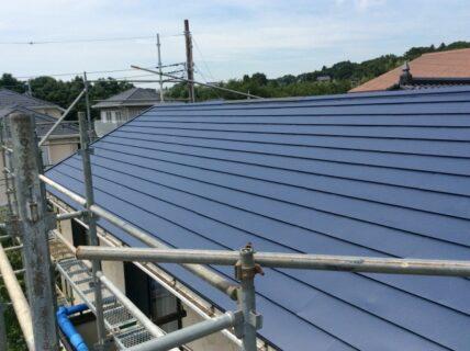 屋根材として人気のガルバリウム鋼板の特徴やメリット